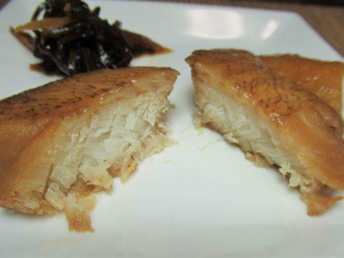 シルバーライフまごころケア食・赤魚の煮付け弁当盛りつけ