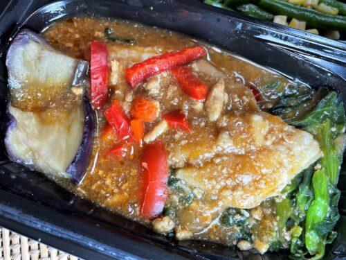 緑黄色野菜と白身魚の香味そぼろあん