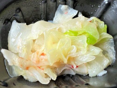 ワタミの宅食ダイレクト・キャベツとカニ風味かまぼこの和え物
