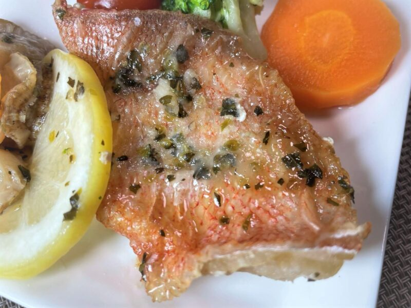 FIT FOOD HOME魚介のポワレ香草バターソース赤魚