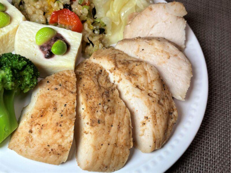 筋肉食堂DELI鶏ムネ肉BBQ盛り付け