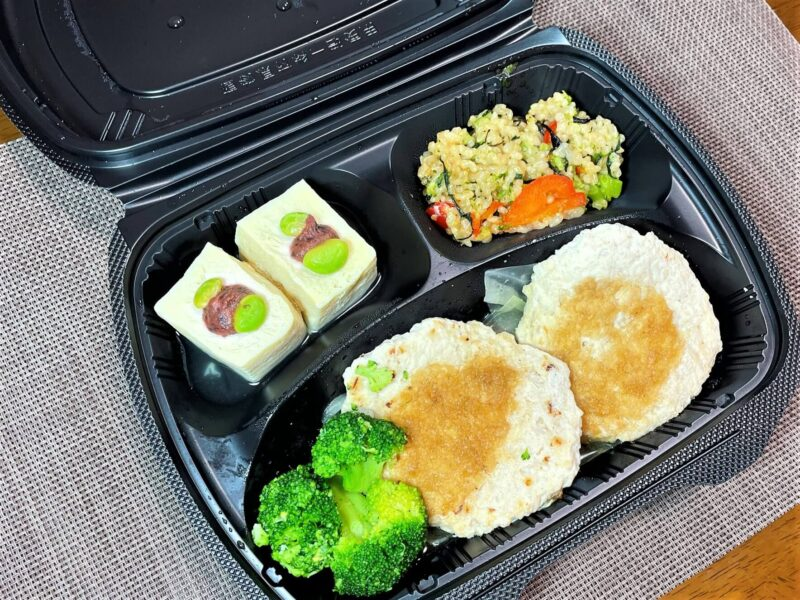 筋肉食堂DELI・鶏肉と軟骨入り豆腐ハンバーグ・おろしポン酢